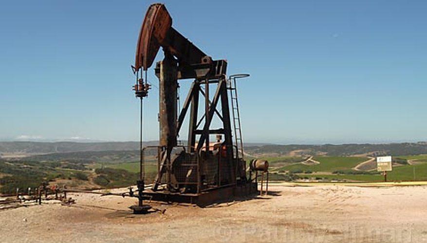 oil-derrick-pumps-work-800x800